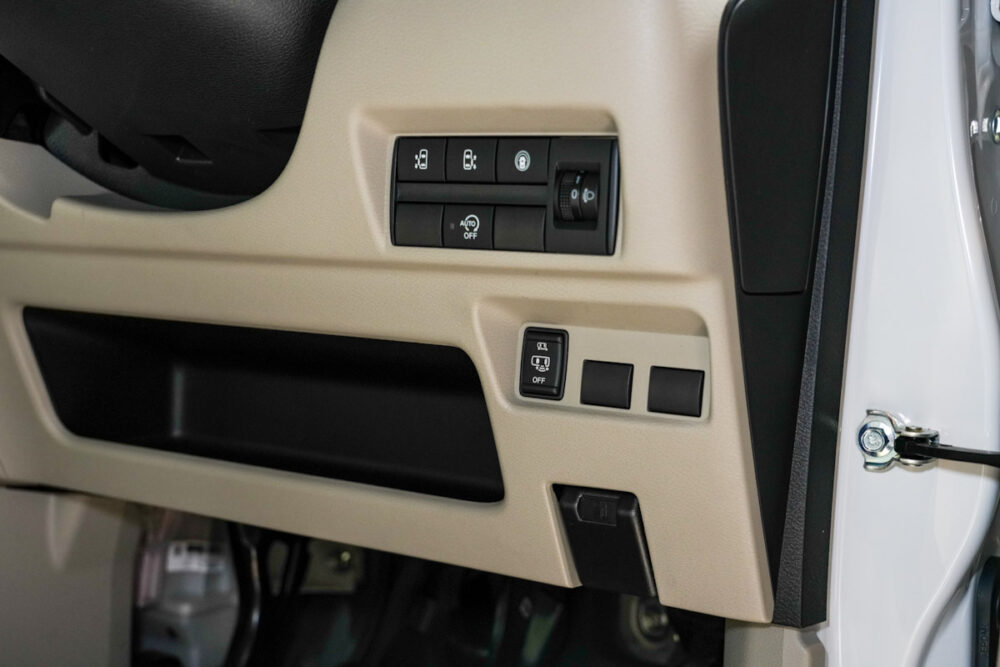 新型日産ルークスの運転席側スイッチ類