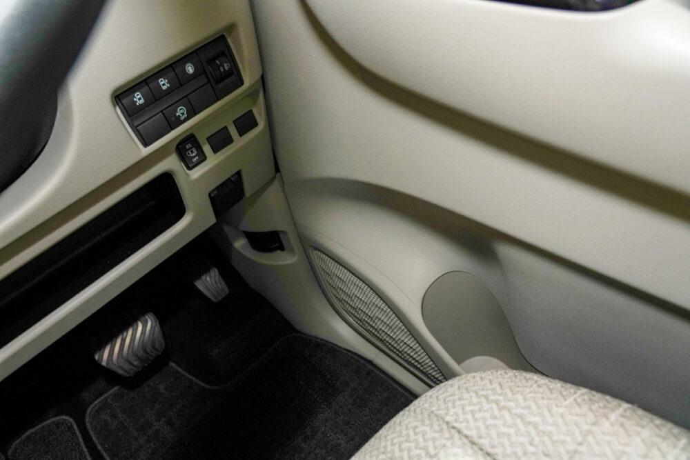 新型日産ルークスの運転席側ドアポケット