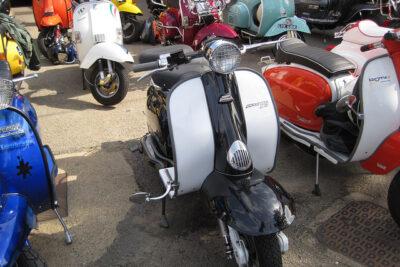 【普通自動車免許で乗れるバイクとは?】125cc小型自動二輪免許が取得しやすくなる法改正についても