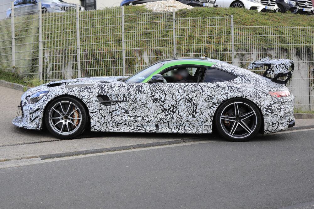 AMG GT Rブラックの画像