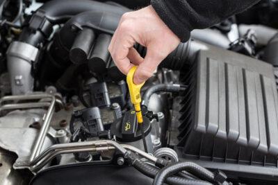 エンジンオイル量の見方|色で劣化がわかるの?