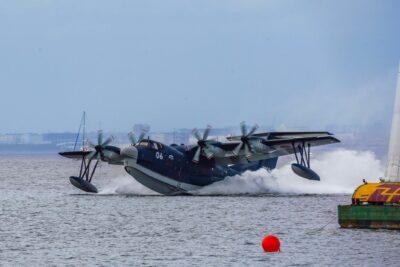 「US-2」水陸両用救難飛行艇の離着水レポ|クルマと関連あった!