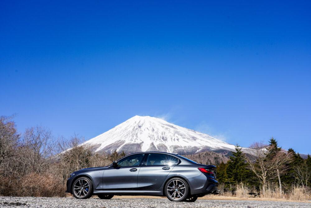BMW M340i 背景は富士山