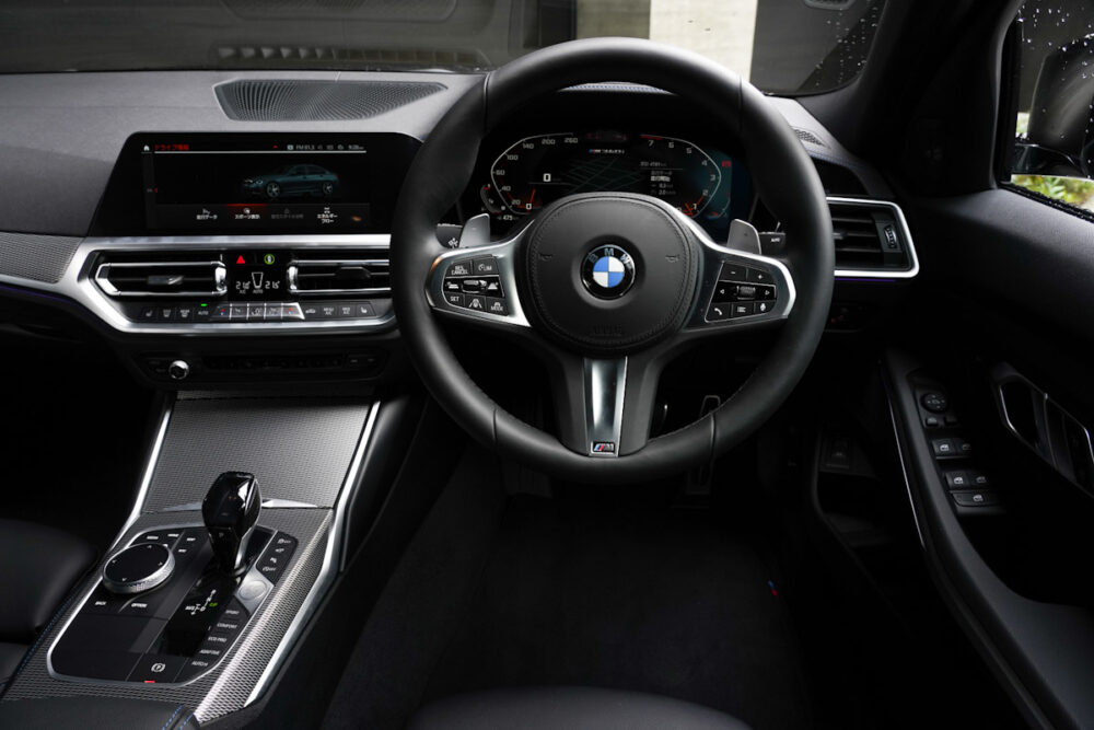BMW M340iの運転席側内装