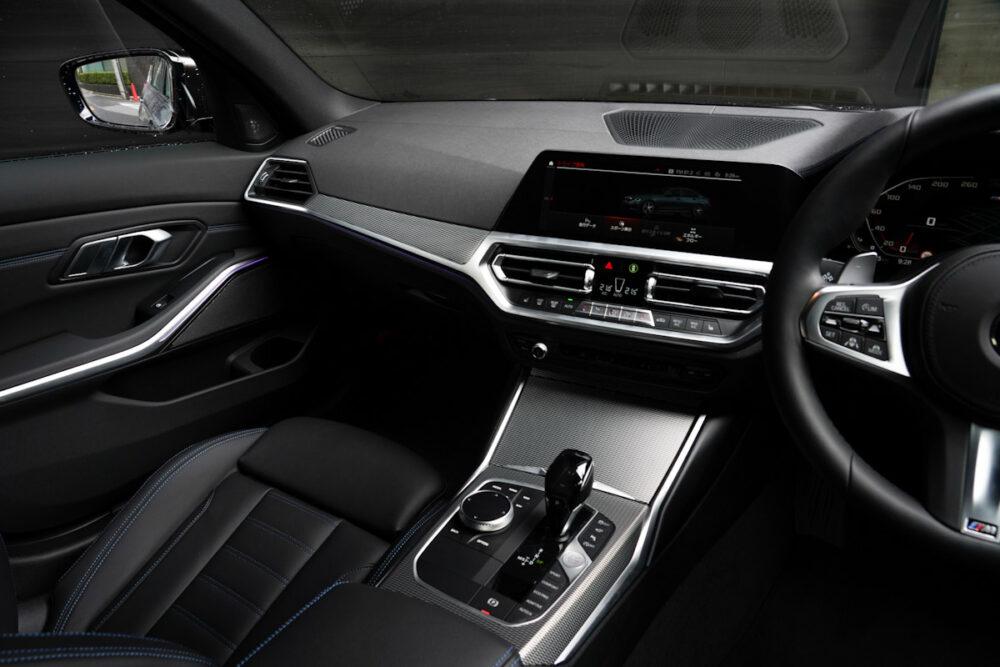 BMW M340iの助手席側内装