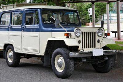 三菱ジープの歴史と現在の中古車価格は?維持費やカスタムについても【日本の名車】