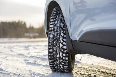スタッドレスタイヤの履きつぶしは絶対NG!冬タイヤの交換時期と保管方法
