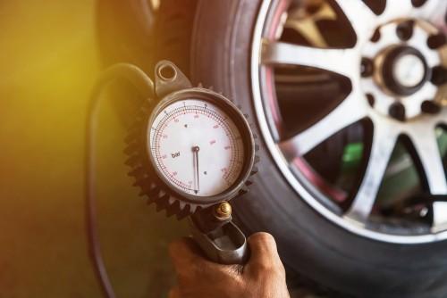 タイヤの空気圧測定器