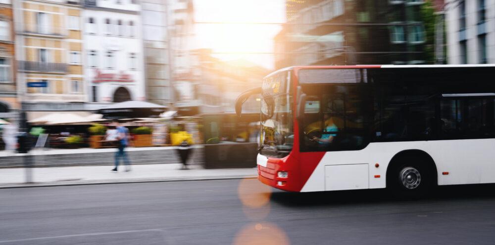 都市交通におけるバス