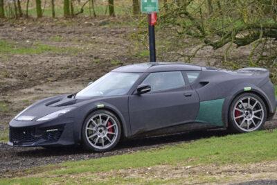 名車「ロータス・エスプリ」新型復活をスクープ!トヨタのハイブリッドエンジンを搭載か