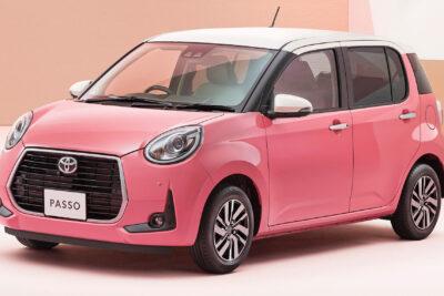 どピンクのトヨタ・パッソ特別仕様車が発売開始|駐車支援・快適装備充実の女性向け