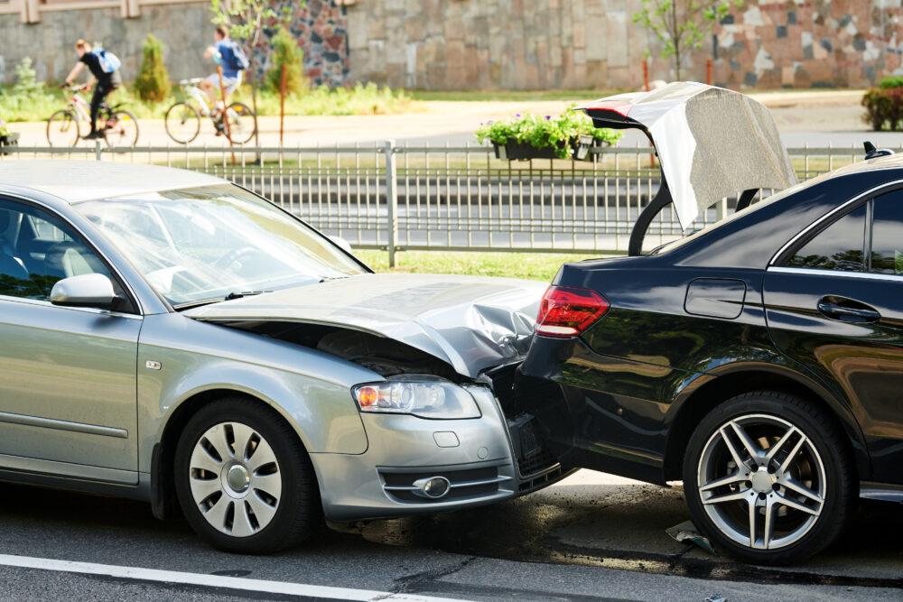 衝突事故を起こした車
