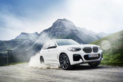 BMW初のPHEVを搭載した「X3 xDrive30e」を発売
