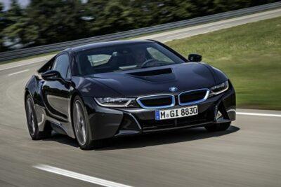【近未来のスーパーカーBMW i8】エンジンスペックや実燃費から試乗の評価など