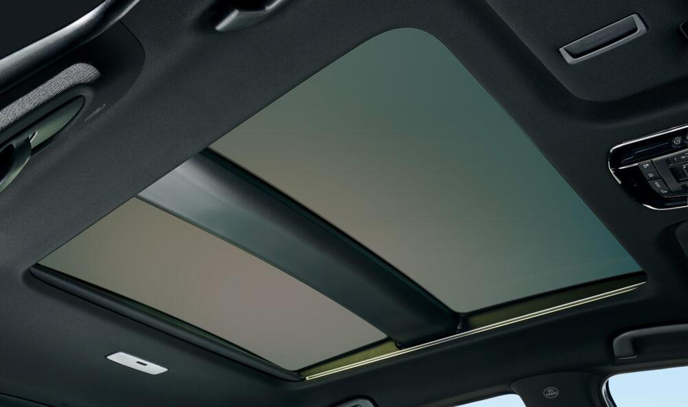 トヨタ新型ハリアー・プロトタイプ だブルガラスサンルーフ シェードオープン・調光状態