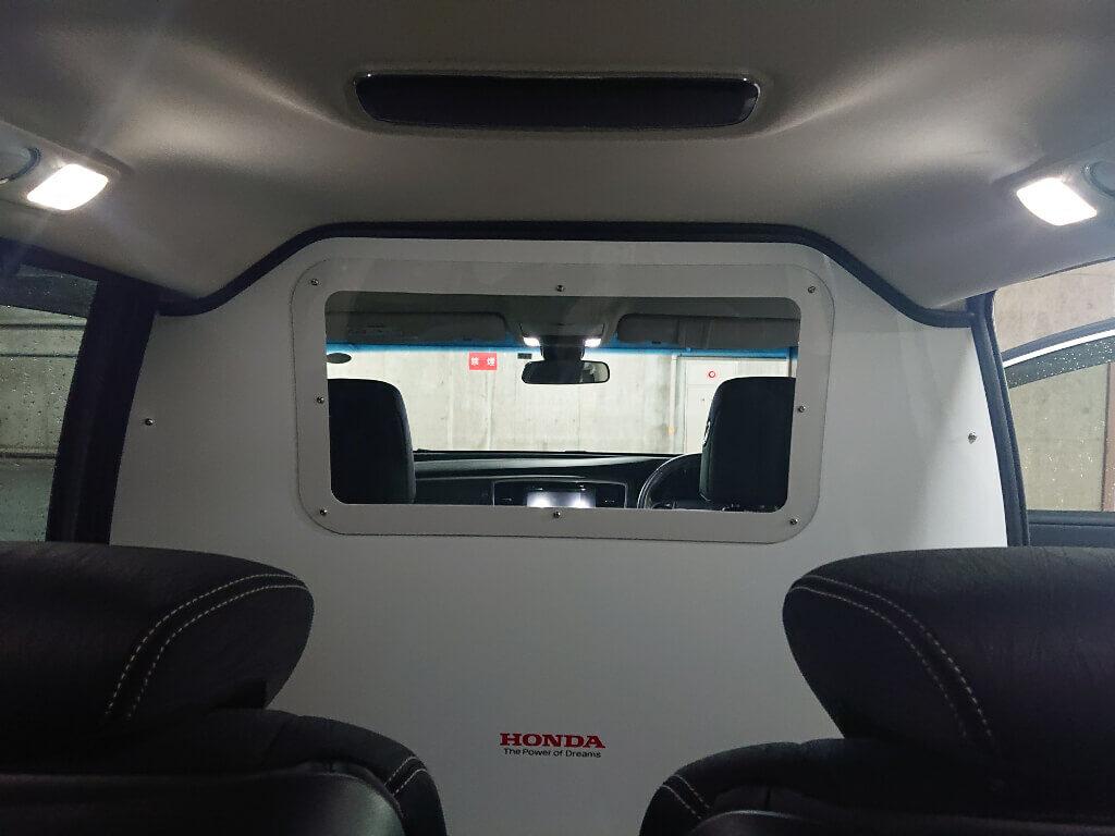 ホンダ・コロナ感染者搬送用車両の運転席・助手席の仕切り
