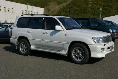 【トヨタランドクルーザー100は高級SUV】実燃費やディーゼルの評判からカスタムについても