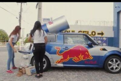 【レッドブルカーだけじゃない】絶対2度見する宣伝車・広報車5選のインパクトがやばい!