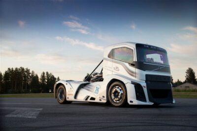 ボルボトラックが世界最速記録を更新!最高出力2400馬力「アイアンナイト」の衝撃動画