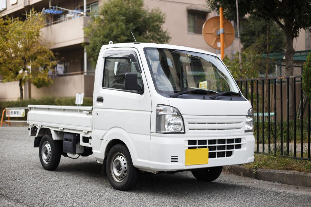 白の軽トラック