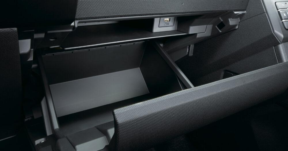 新型ダイハツ・タフト 2層のグローブボックス