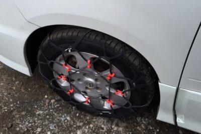 タイヤのゴムチェーンは金属チェーンと何が違う?効果&寿命から価格や付け方まで