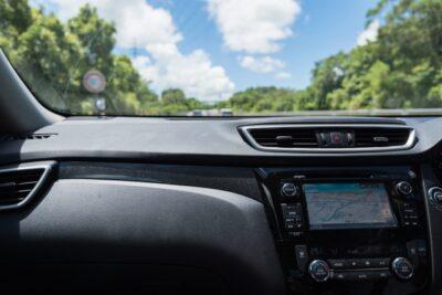 ダッシュボードとは正確には車のどの部分?意味や修理方法など注意点も解説