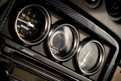 車の電圧計の必要性は?その意味と見方や配線を解説|オートゲージがおすすめ?