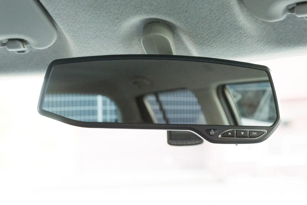 ルームミラー型ドライブレコーダーのイメージ画像