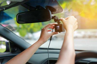 ドライブレコーダーをDIYで取り付ける方法・手順|初心者でもできる?工賃は高い?