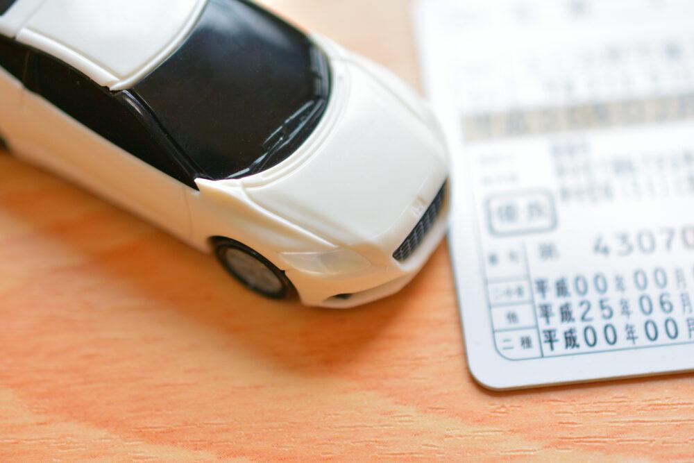 運転免許証と車