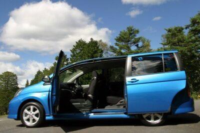 トヨタ アイシスおすすめグレードはプラタナではなく2.0LのG!違いを比較