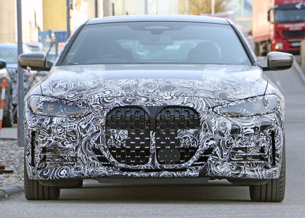 次期新型BMW 4シリーズ プロトタイプのフロントグリル。巨大化したキドニーグリル。