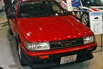 AE86(カローラレビン)の歴史と現在の中古車価格は?【日本の名車】