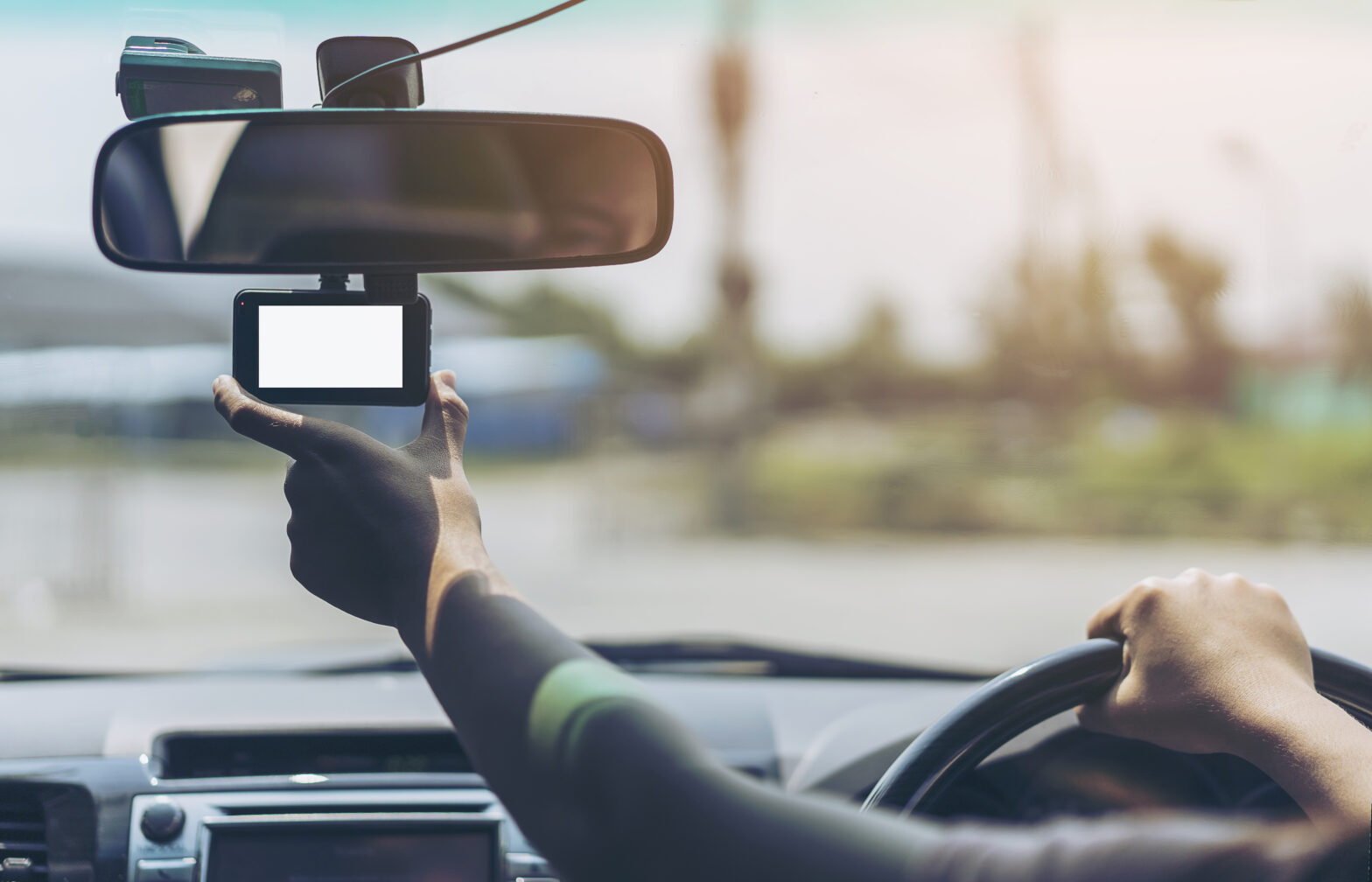 売れ筋!格安ドライブレコーダー15選| 1カメラ・前後タイプ・全方位タイプ【2021年最新情報】