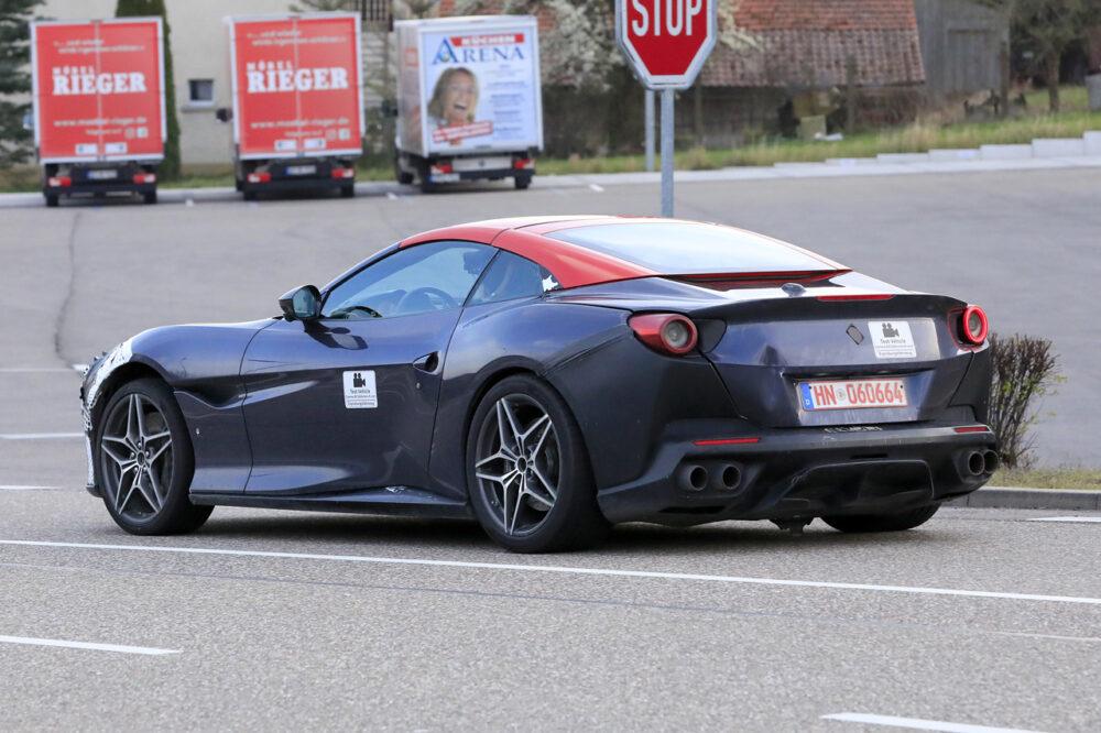 改良新型フェラーリ・ポルトフィーノ テスト車両 リア・サイド