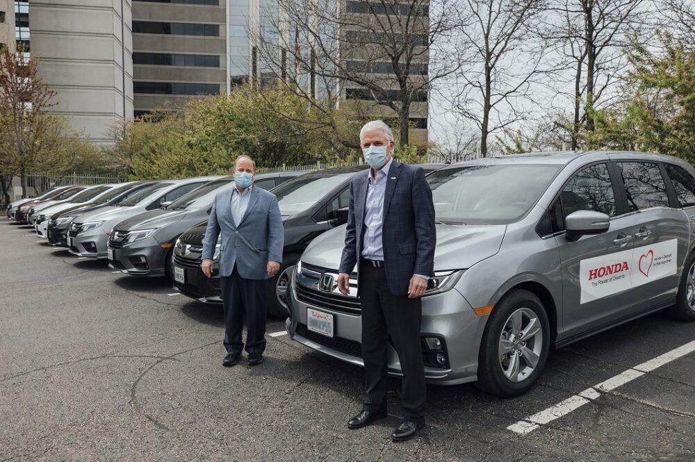 デトロイト市で納車の感染者搬送車両引き渡しの様子
