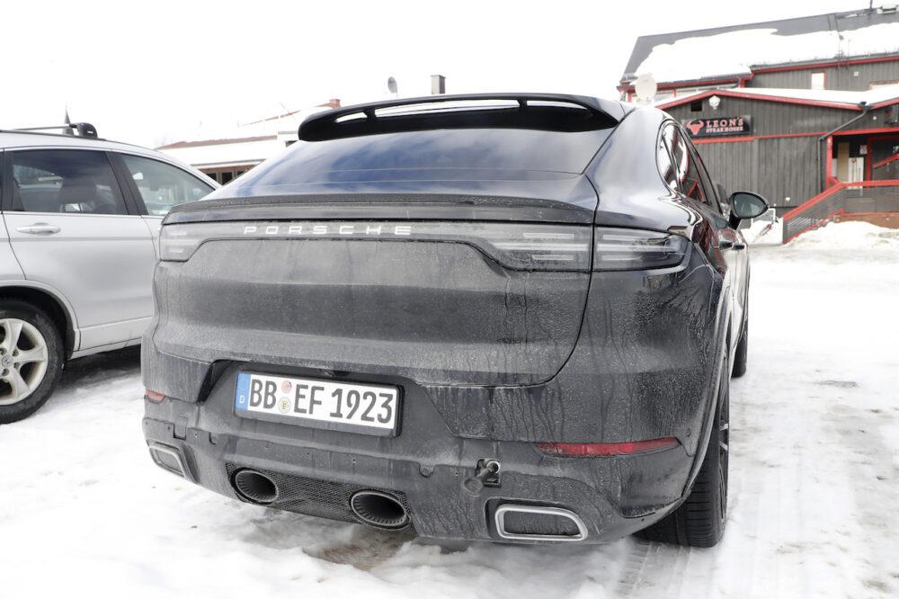 新型ポルシェ カイエン クーペ GTS スパイショット リア