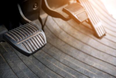 回生ブレーキや排気ブレーキとは?おすすめの使い方や仕組み