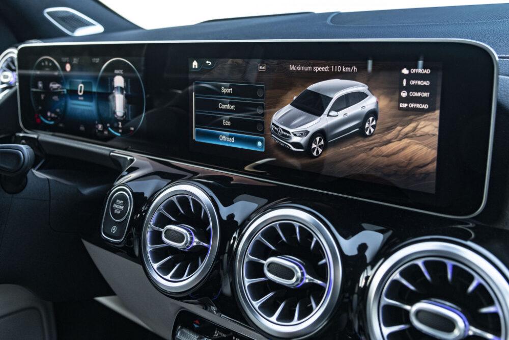 新型2代目メルセデス・ベンツ GLA(欧州仕様)のフルデジタルコックピット・インフォテインメントシステム