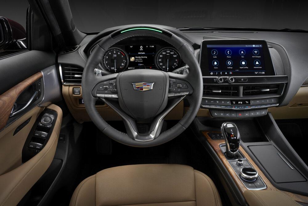 新型キャデラック CT5 ラグジュアリーモデルの運転席回り