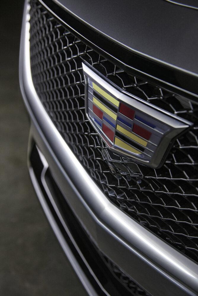 新型キャデラック CT5 スポーツモデルのフロントグリル拡大