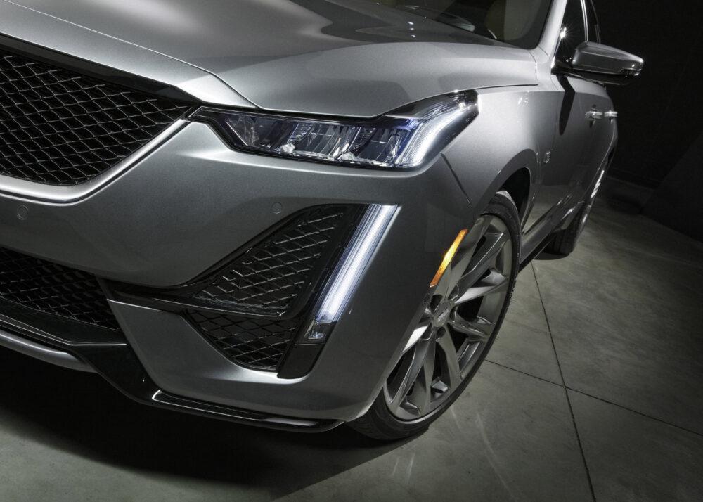新型キャデラック CT5 スポーツモデルのライト回り拡大