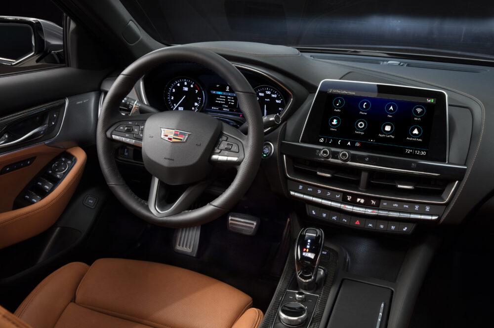 新型キャデラック CT5 スポーツモデルの運転席回り