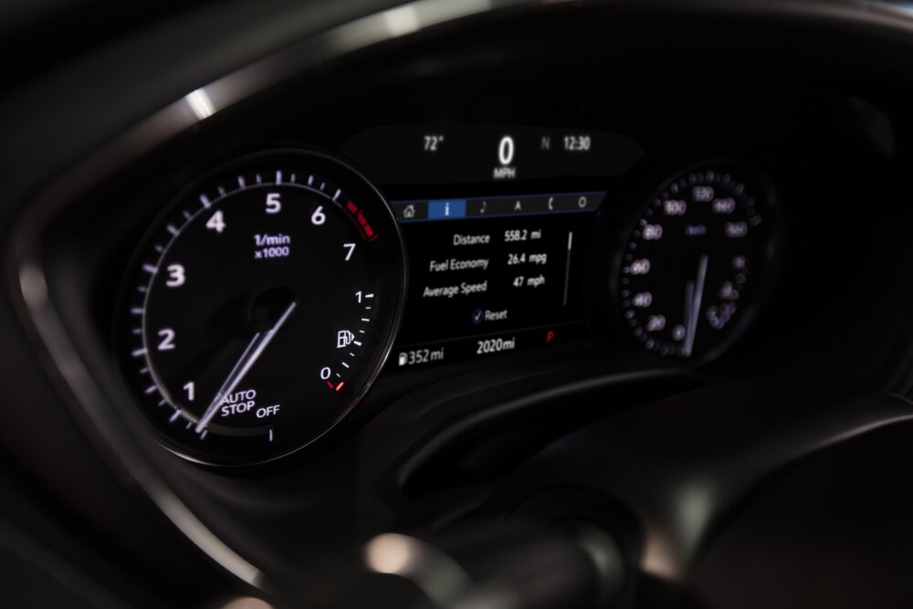 新型キャデラック CT5 ラグジュアリーモデルのメーターパネル