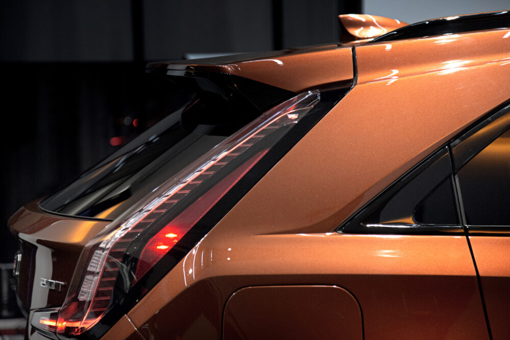 新型キャデラック XT4 のリアライト