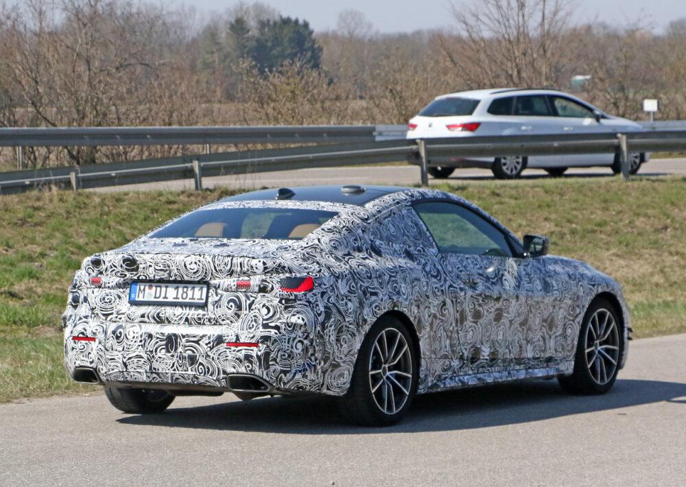 次期新型BMW 4シリーズ Mパフォーマンス スパイショット リアとボディサイド