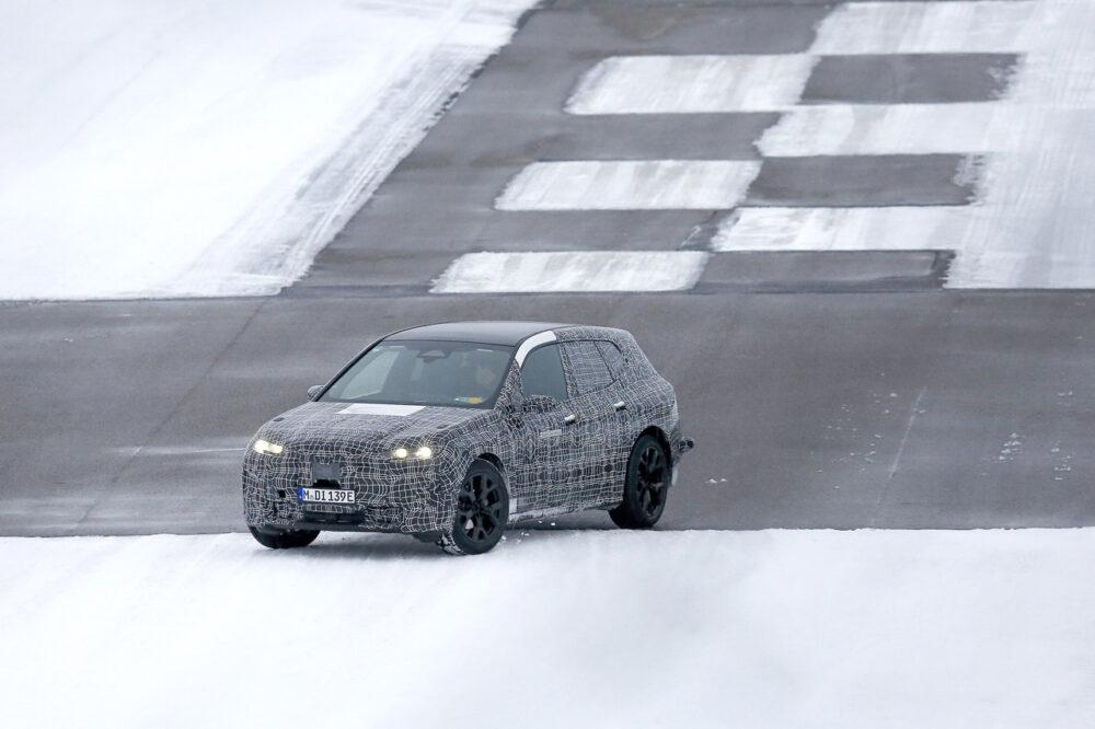 BMW Vision iNEXTの量産モデル「i5」のプロトタイプのスパイショット