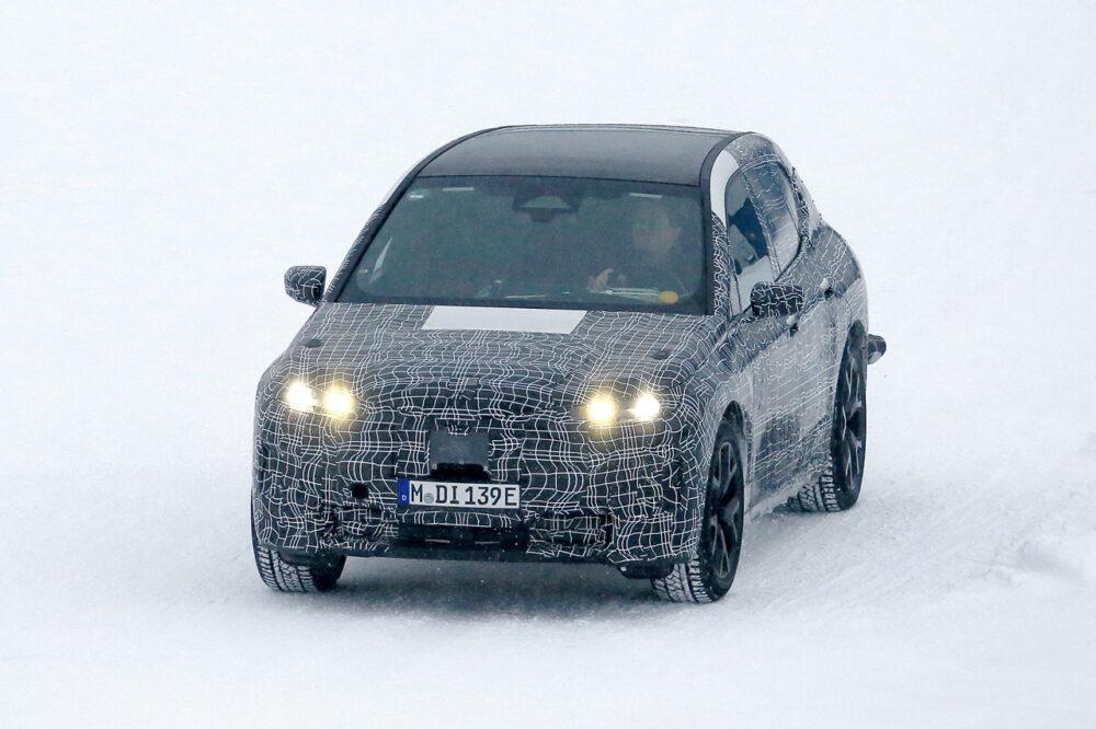 BMW Vision iNEXTの量産モデル「i5」のプロトタイプのスパイショット フロント
