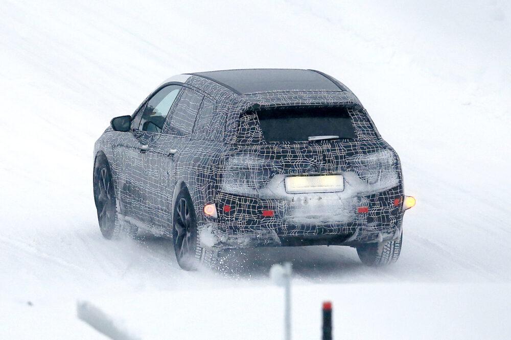 BMW Vision iNEXTの量産モデル「i5」のプロトタイプのスパイショット リア